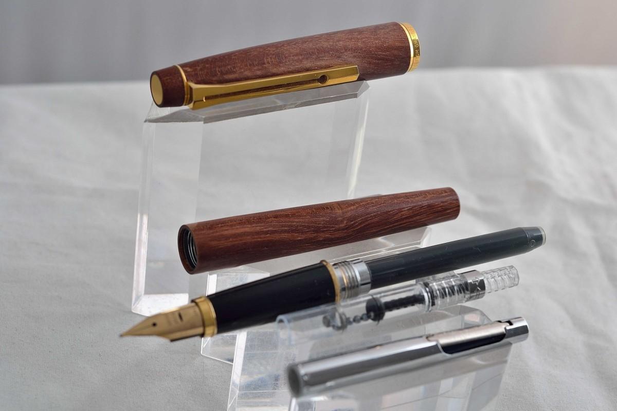 """Pilot перьевая ручка """"Delux"""" Wood."""
