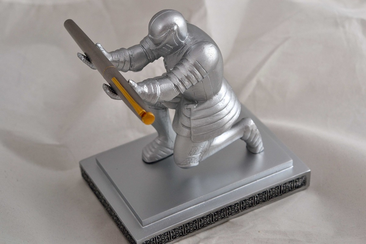 """Подставка для ручки """"Рыцарь""""."""