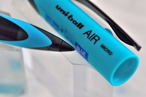 "Uni капиллярная ручка UBA-188 Micro ""AIR SKY BLUE""."