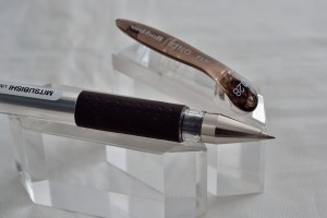 """Uni гелевая ручка UM-151(0.28) """"Signo DX""""."""