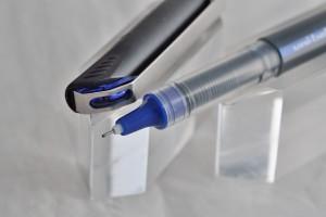 "Uni капиллярная ручка UB-185 ""Vision Needl""."