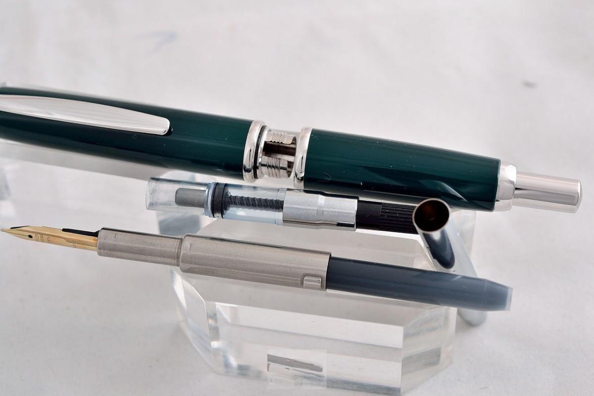 """Pilot Fountain Pen """"Capless"""" Green"""