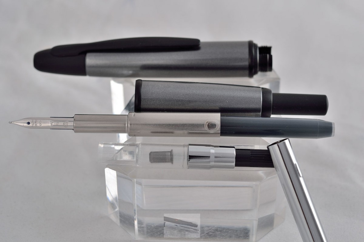 "Pilot Fountain Pen ""Capless"" Grey"