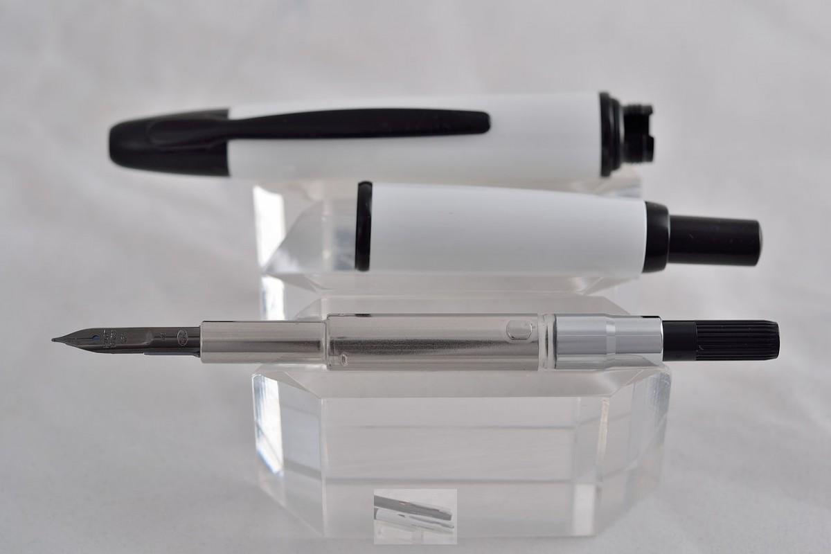 """Pilot Fountain Pen """"Capless"""" Black Nib"""