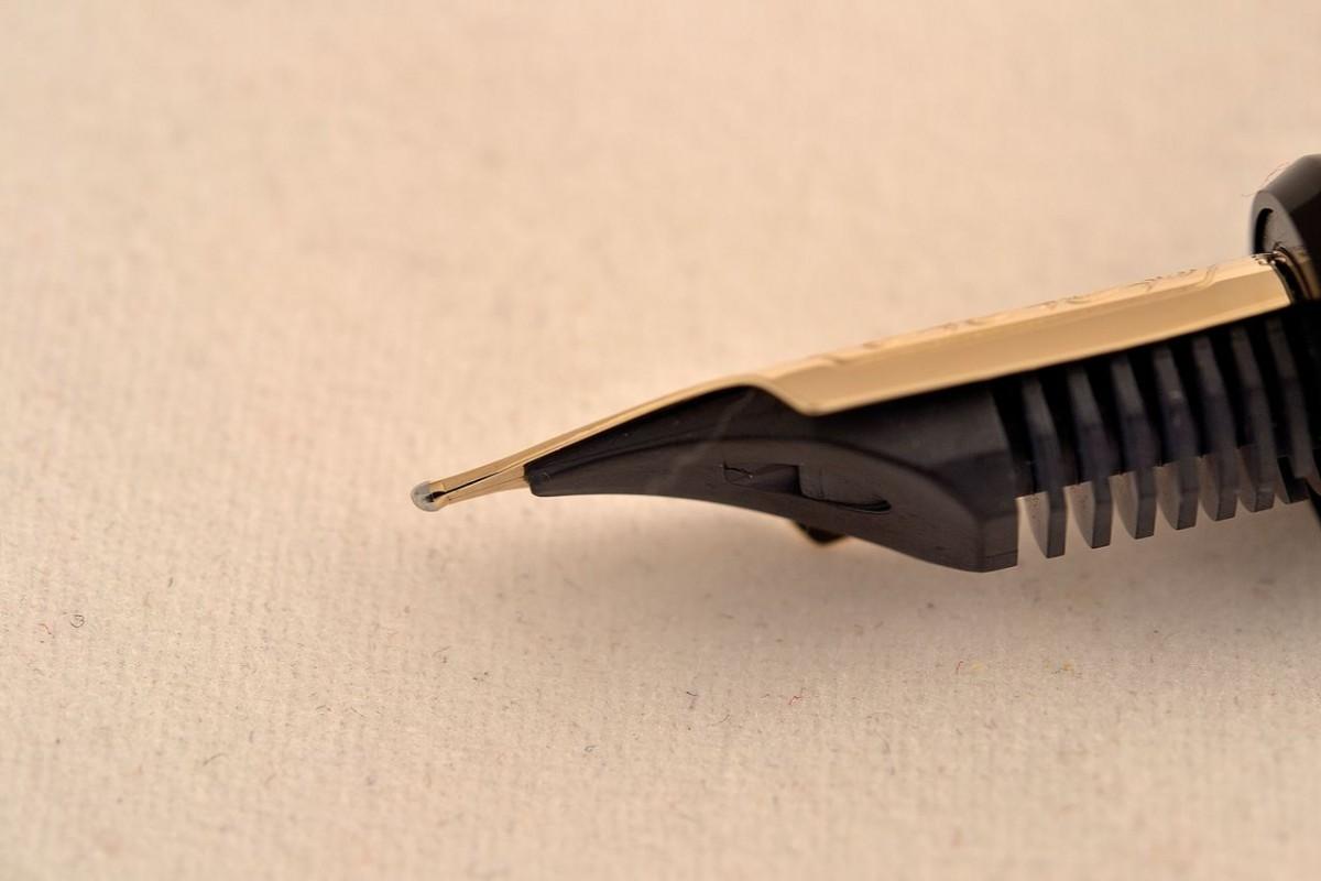 Pilot перьевая ручка FKK-3000R-B-FM Custom 743.