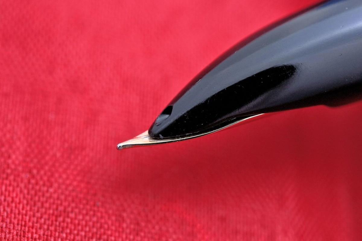 "Pilot Fountain Pen ""ELITE"" Black 14 kt Fain Nib"