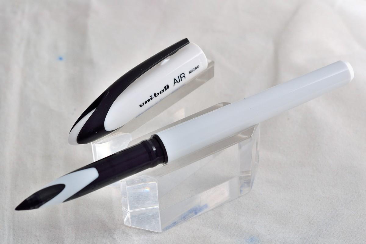 """Uni капиллярная ручка UBA-188 Micro """"AIR SKY WHITE""""."""