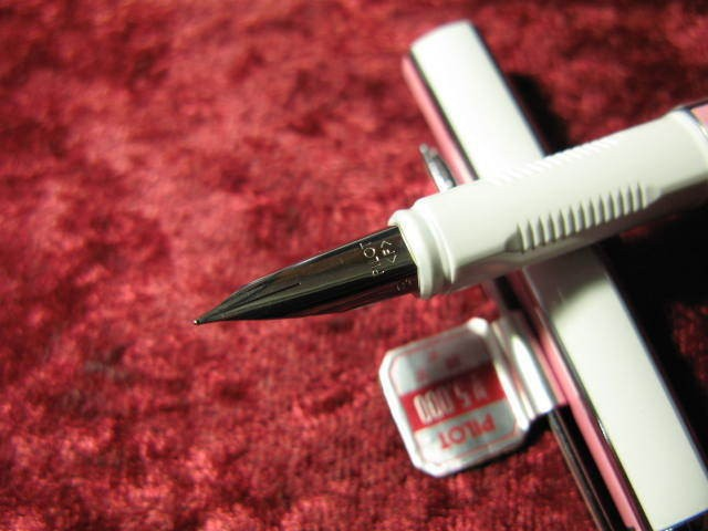 """PILOT Namiki 1985 """"Quatro"""" Pink & White Fountain Pen"""