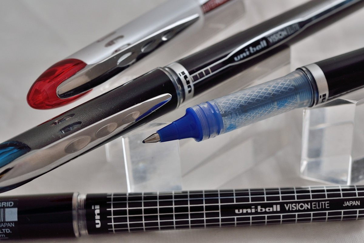 "Uni капиллярная ручка UB-205 ""Vision Elite""."