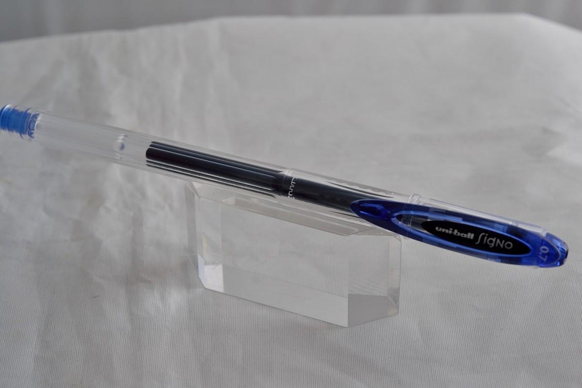"""Uni гелевая ручка UM-120 """"Signo""""."""