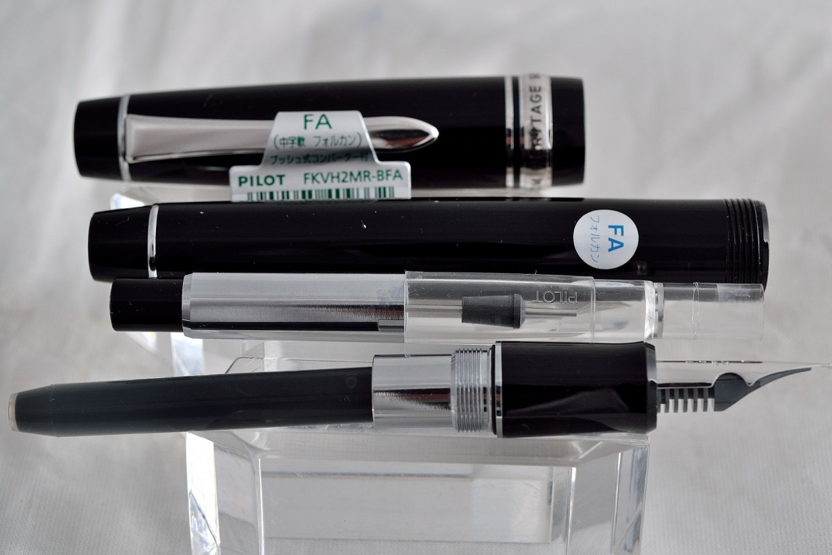 "Pilot перьевая ручка FKVH 2 MR - B  FALCON ""Custom Heritage 912""."