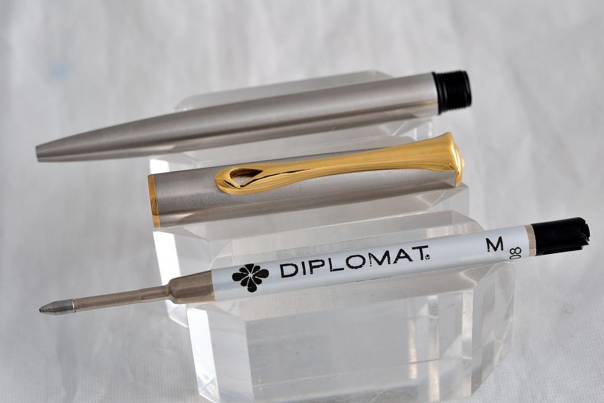 "Diplomat шариковая ручка ""TRAVELLER"" Stainless Steel Gold."