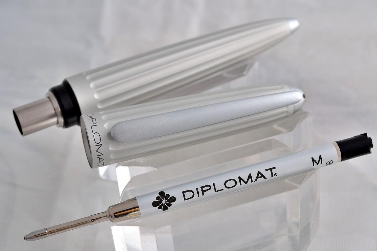 "Diplomat шариковая ручка ""AERO"" Matt Silver."