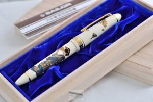 "Sailor Fountain Pen 1911 Profit White Body Makie ""Maiko"" Lacquer Urashi 14Kt Gold M Nib"